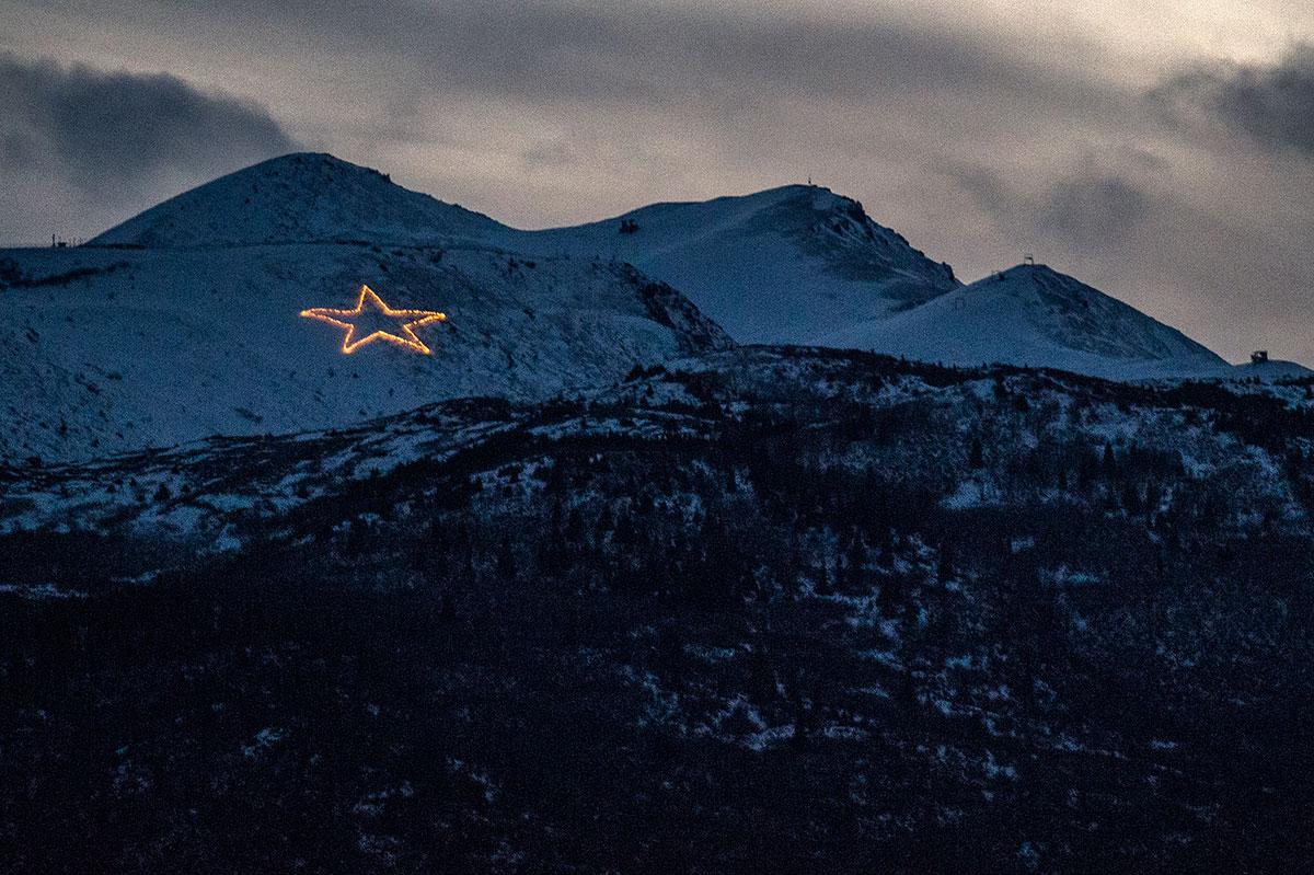 Weihnachtsstern in Chugach Bergen