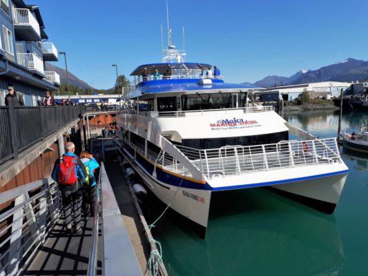 Unser hochmodernes Ausflugsschiff